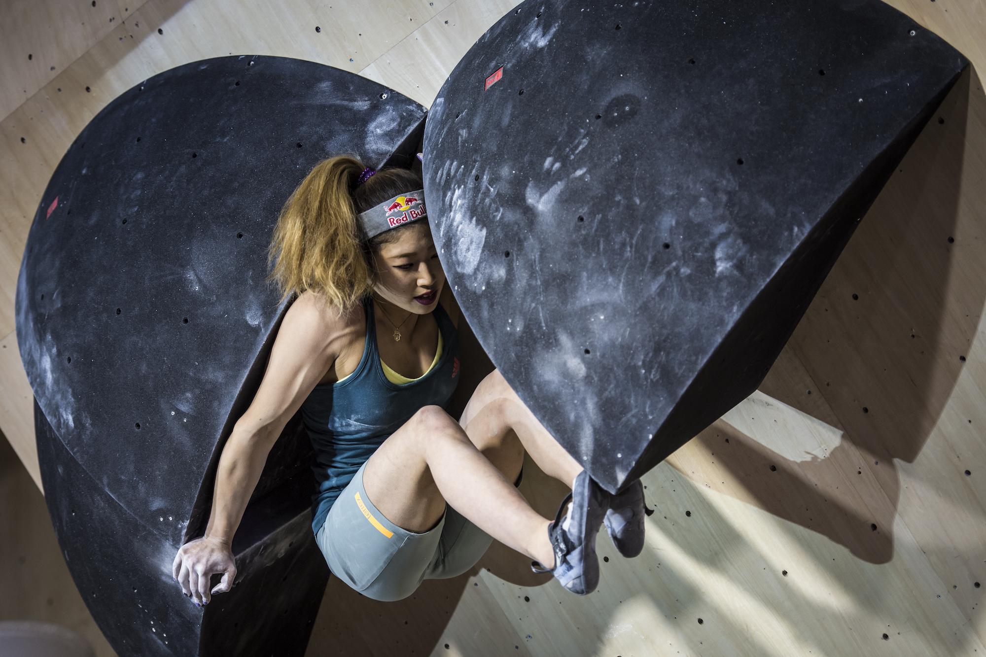 野中生萌が優勝に輝く!女性限定のボルダリング大会『Rock Queens』