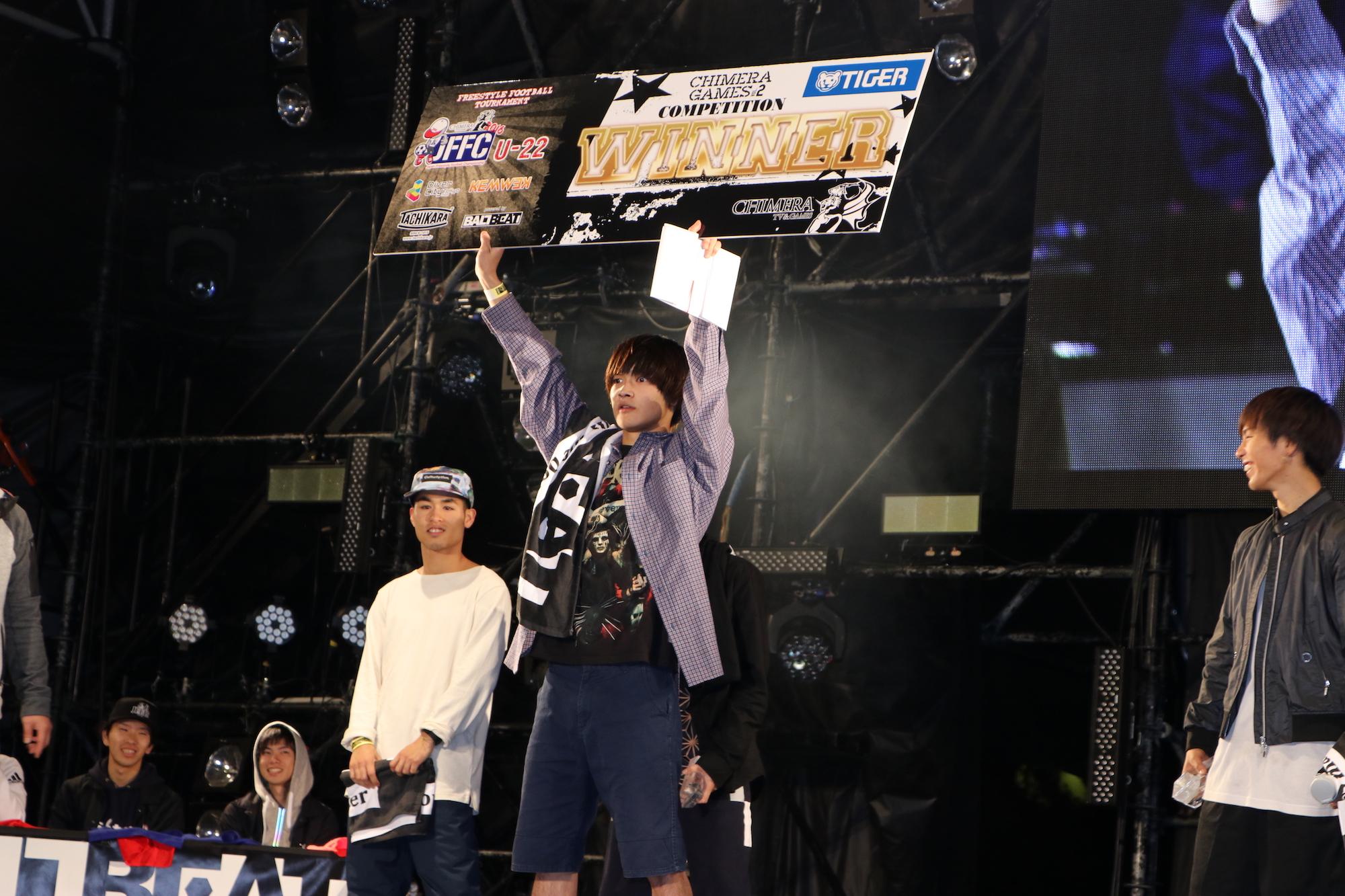 【スペシャルインタビュー】フリースタイルフットボーラーKAZANE