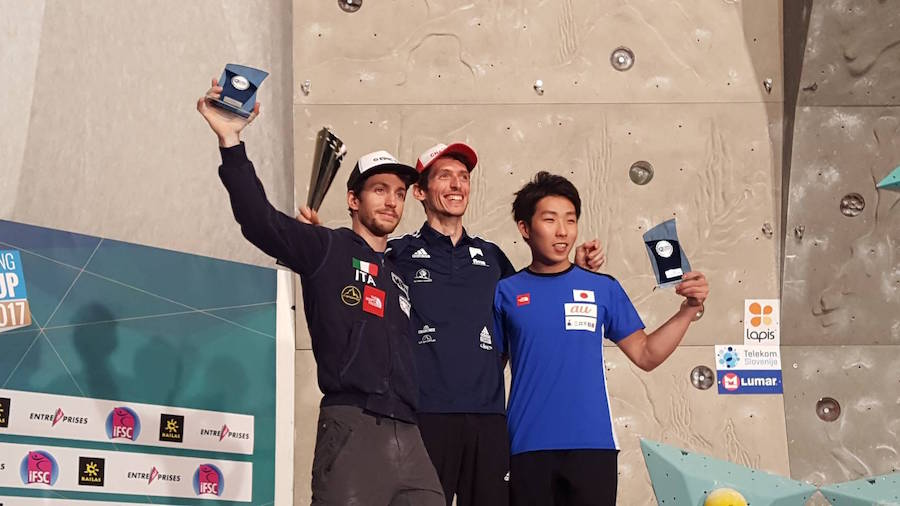 リードW杯男子年間表彰台(左からステファノ・ジソルフィ、ロメイン・デグランジュ、是永敬一郎)