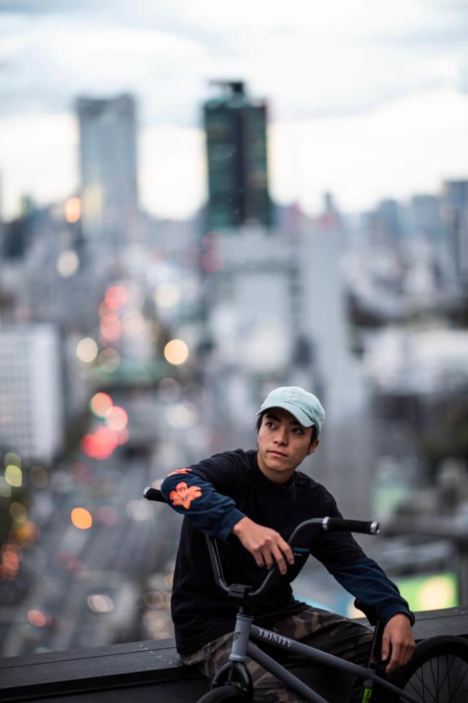 荘司ゆう photo by Jason Halayko