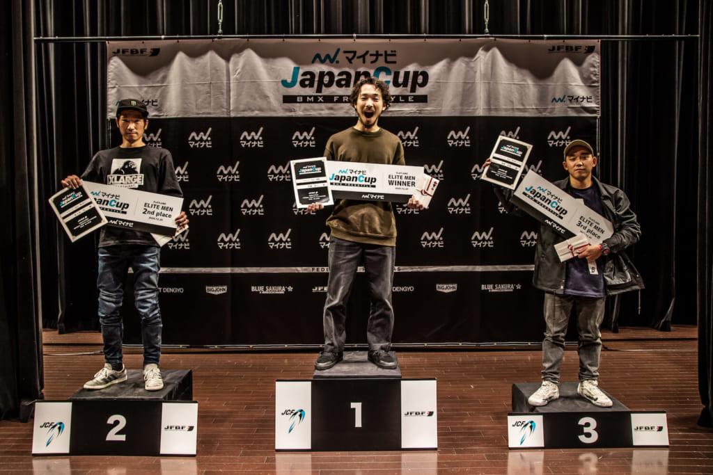 写真左から男子エリート2位:佐々木元、優勝:伊藤真人、3位:漢那史哉©️Naoki Gaman / Japan Freestyle BMX Federation