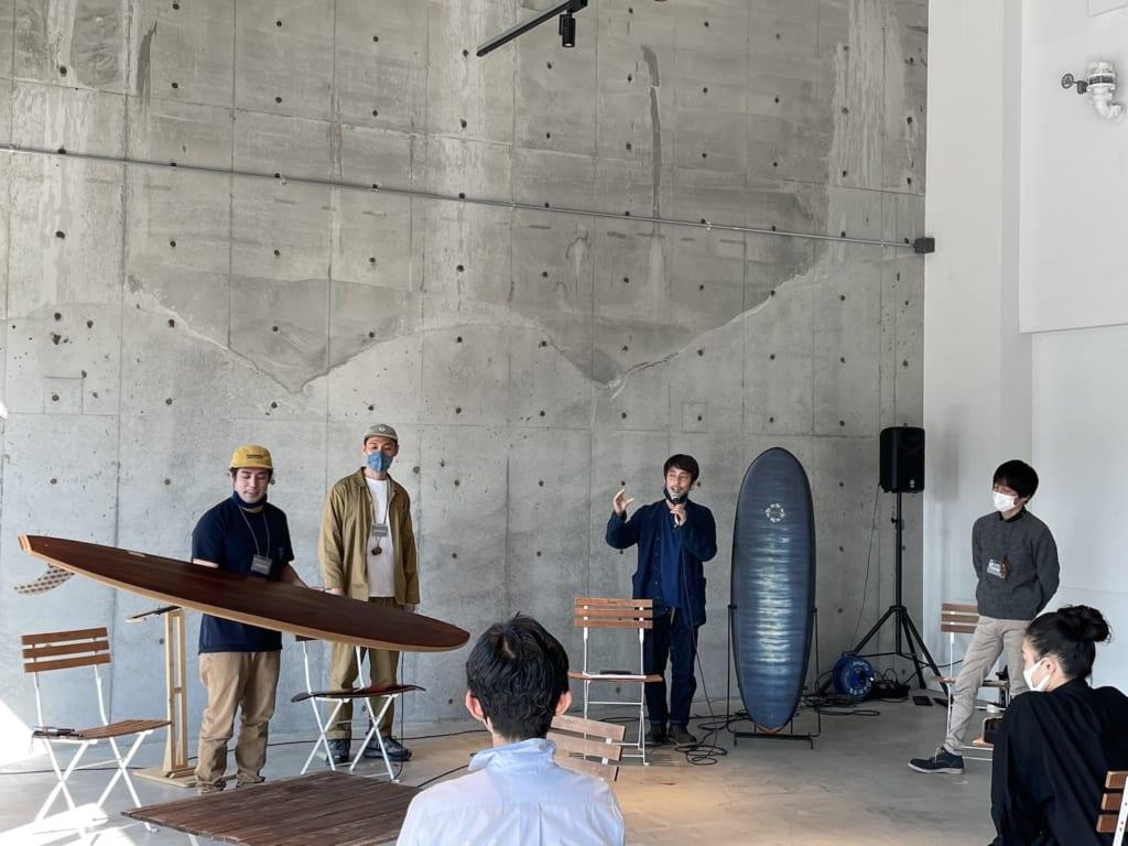 (左から)木工サーフボードシェイパーのロドリゴ・マツダさん、京都漆の堤卓也さん、阿波藍染の永原レキさん、土佐組子の岩本大輔さん