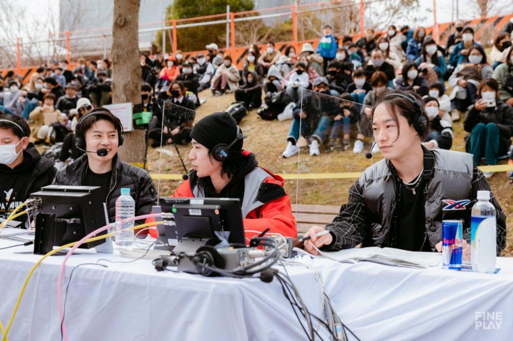 写真左から実況・北條瑛佑、解説・YUUTAROU、特別ゲスト・ZEN / photo by Kazuki Murata