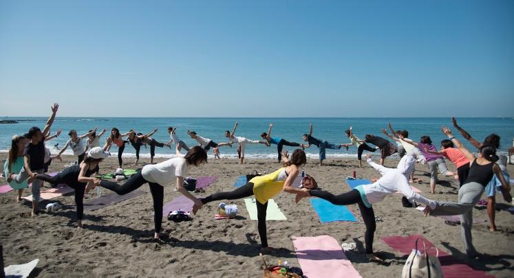 Love Beach, Love Yoga. ビーチヨガの祭典 開催!